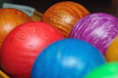 Kleurrijke kegelenballen stock afbeelding