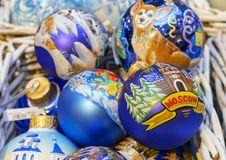 Kleurrijke Kerstmisballen met diverse decoratieve patronen royalty-vrije stock foto's