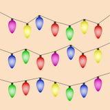 Kleurrijke Kerstmislichten op bruine achtergrond Royalty-vrije Stock Afbeelding