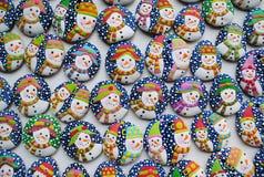 Kleurrijke Kerstmismengeling van Honey Cookies, gevormde sneeuwman Royalty-vrije Stock Fotografie