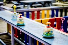 Kleurrijke kinderen` s speelplaats met selectieve die nadruk in Sunderland wordt gevestigd stock foto