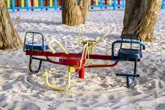 Kleurrijke kinderenspeelplaats op park Stock Fotografie