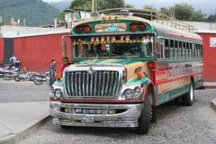 Kleurrijke Kippenbus in Antigua, Guatemala Stock Foto's