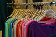Kleurrijke kleding, kleren, kleding, manier Stock Afbeeldingen