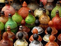 Kleurrijke kleipotten stock foto