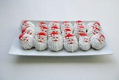 Kleurrijke kleurrijke Mengeling van Honey Cookies op een witte plaat, gevormde Santa Claus Royalty-vrije Stock Foto's