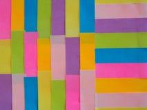 Kleurrijke kleverige nota's als achtergrond Stock Foto's