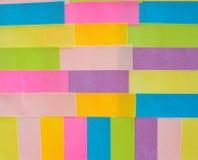 Kleurrijke kleverige nota's als achtergrond Stock Afbeeldingen
