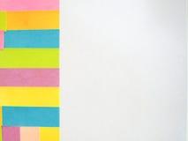 Kleurrijke kleverige nota's over een witte achtergrond met vrije tekstruimte Royalty-vrije Stock Foto's