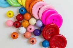 Kleurrijke Knopen en Parels Stock Fotografie