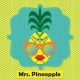 Kleurrijke koele Mevr. Het embleempictogram van het ananasfruit op chevronpatroon Stock Afbeeldingen