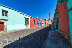Kleurrijke Koloniale Straat in Oaxaca, Mexico royalty-vrije stock afbeelding