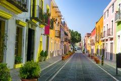 Kleurrijke Koloniale Straat in Puebla Van de binnenstad stock afbeelding