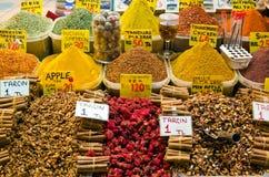 Kleurrijke kruiden in de Egyptische Bazaar van het Kruid Stock Afbeelding