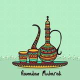 Kleurrijke kruik met glas voor Ramadanviering Stock Fotografie
