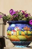 Kleurrijke kruik verglaasd terracotta Stock Foto