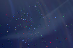 Kleurrijke LEIDENE ballons die vlieg in de hemel wegvliegen bij nacht met extra iriserende verlichting Vele levendige fabelachtig Stock Foto's