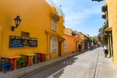 Kleurrijke lijsten en stoelen in Cartagena royalty-vrije stock fotografie