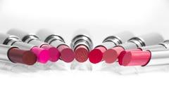 Kleurrijke lippenstift Stock Afbeeldingen