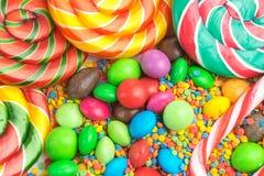 Kleurrijke lollys en verschillende gekleurde suikergoedclose-up royalty-vrije stock foto's