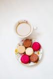 Kleurrijke makaron van het snoepjes de Franse dessert Stock Foto's