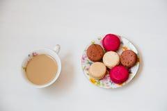 Kleurrijke makaron van het snoepjes de Franse dessert Stock Afbeeldingen