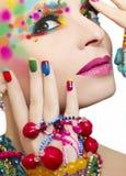 Kleurrijke make-up en manicure royalty-vrije stock afbeelding