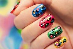 Kleurrijke manicure dichte omhooggaand met punten stock foto's