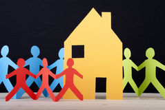 Kleurrijke Mensen en een Huis Stock Afbeelding