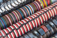 Kleurrijke met de hand gemaakte armbanden Royalty-vrije Stock Foto's