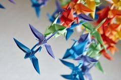 Kleurrijke met de hand gemaakte origamikranen of fantasievogels Stock Afbeelding