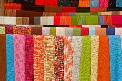 Kleurrijke met de hand gemaakte sjaals Stock Foto's