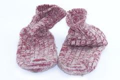 Kleurrijke met de hand gemaakte sok, Gebreide wolsokken op een witte achtergrond royalty-vrije stock afbeelding