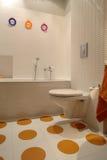 Kleurrijke Moderne Badkamers voor Kind Stock Afbeeldingen