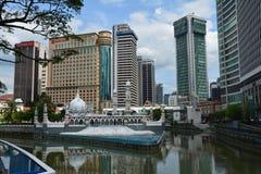 Kleurrijke Moskee in Kuala Lampur Malaysia stock foto's