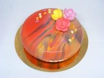 Kleurrijke mousscake met spiegelglas in de lentestijl Royalty-vrije Stock Afbeeldingen