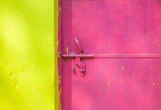 Kleurrijke muur en deur stock fotografie
