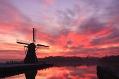 Kleurrijke, Nederlandse zonsondergang Stock Afbeeldingen