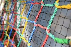 Kleurrijke netto Kabel gebonden voor klim binnen speelplaats stock foto's