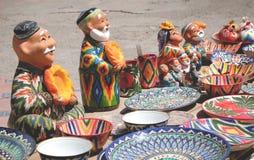 Kleurrijke Oezbekistaanse ceramische herinneringen in de markt Tashkent, Oezbekistan, Centraal-Azië stock foto