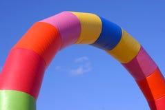 Kleurrijke opblaasbare boog Stock Foto's