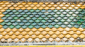 Kleurrijke Oude Thaise daktegels in tempel Royalty-vrije Stock Foto's