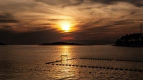 Kleurrijke overzeese zonsondergang stock footage