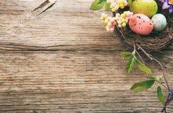 Kleurrijke paaseieren en exemplaarruimte op houten achtergrond Royalty-vrije Stock Foto