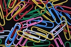 Kleurrijke paperclippen Royalty-vrije Stock Afbeeldingen