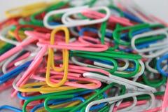 Kleurrijke paperclips Stock Afbeeldingen