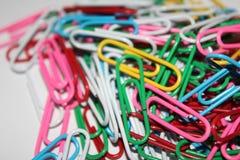 Kleurrijke paperclips Royalty-vrije Stock Afbeeldingen