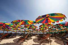 Kleurrijke Paraplu in Koh Khai Nok-eiland stock foto
