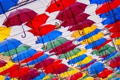 Kleurrijke paraplu's in de lucht royalty-vrije stock afbeeldingen