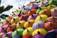 Kleurrijke paraplu's/document paraplu's: Kleurrijke achtergrond Stock Afbeeldingen